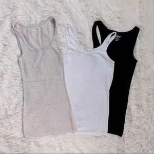 Set of 3 Old Navy tank tops, size XS